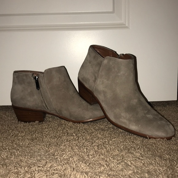 1f40118bf680a3 Sam Edelman Shoes - Sam Edelman  Petty  Chelsea Booties